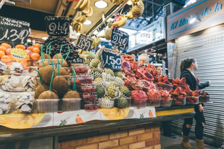 Fruta fresca no Mercado La Boqueria, Barcelona