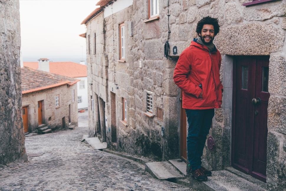 Guilherme numa aldeia na Serra da Estrela