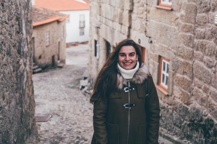 Filipa numa aldeia na Serra da Estrela