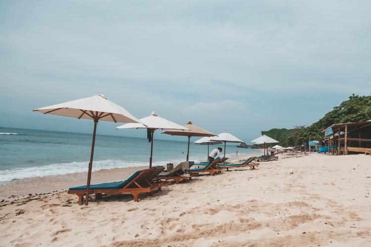 thomas-beach-relax_uluwatu_bali