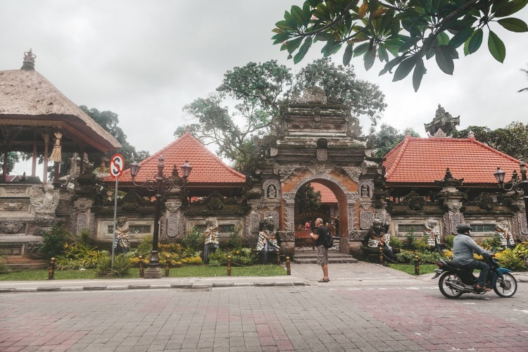 ubud-palace_front_bali