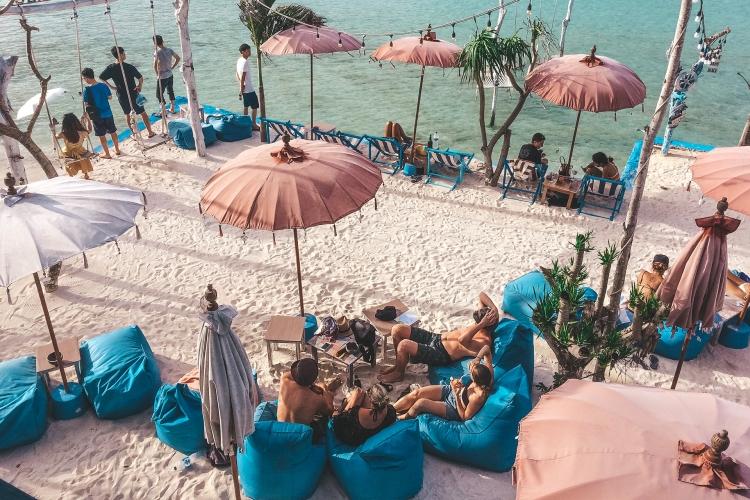 beach-bar_nusa-ceningan_bali