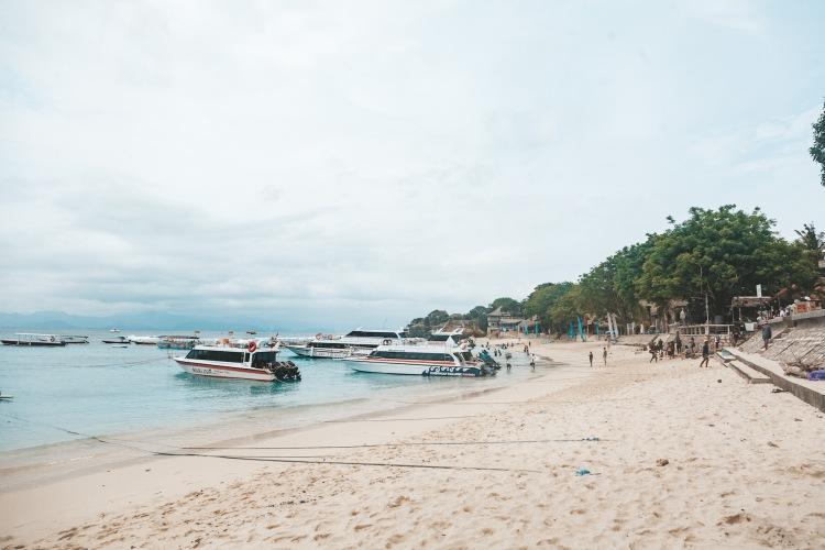mushroom-beach_nusa-lembongan_bali