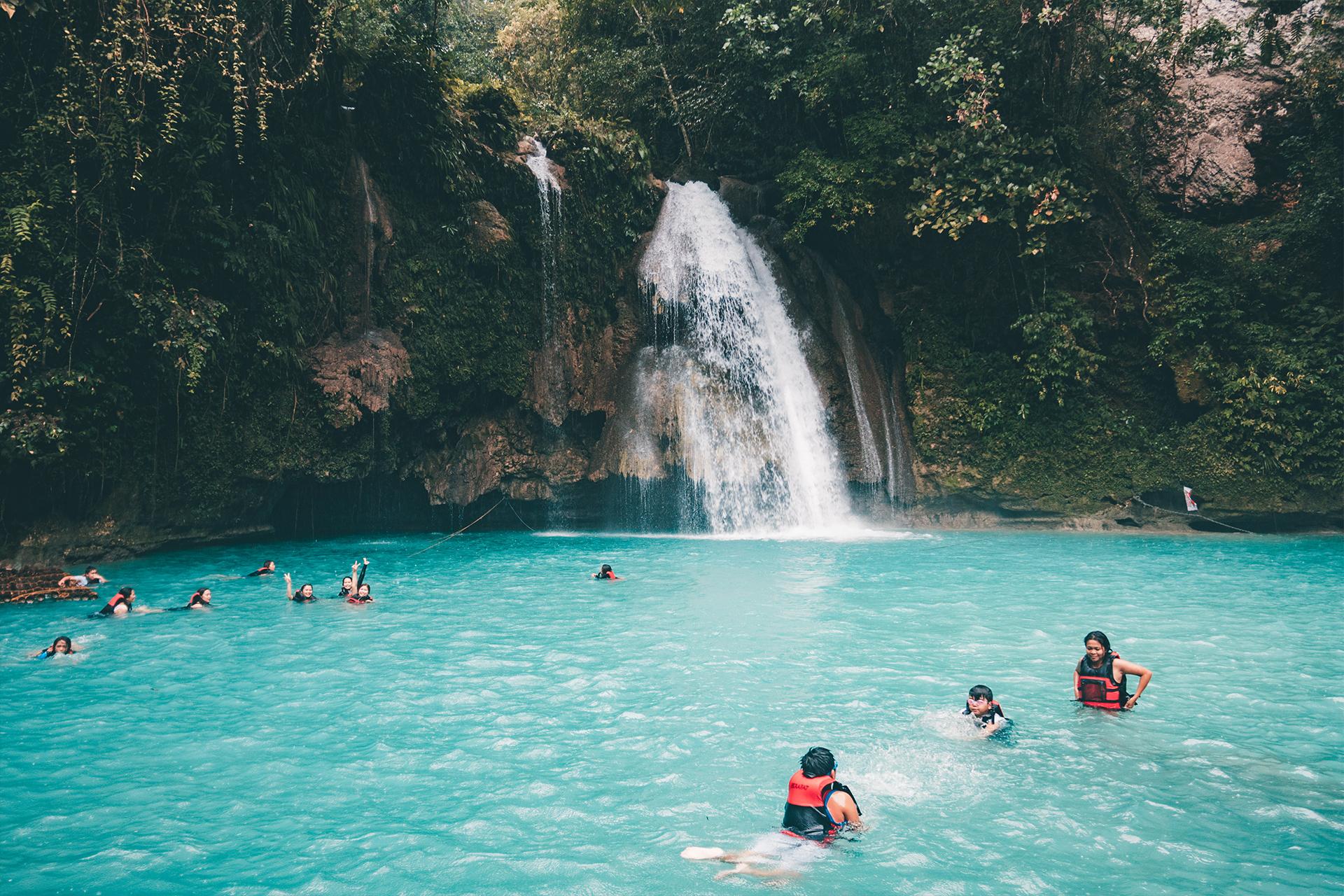kawasan-falls_moalboal